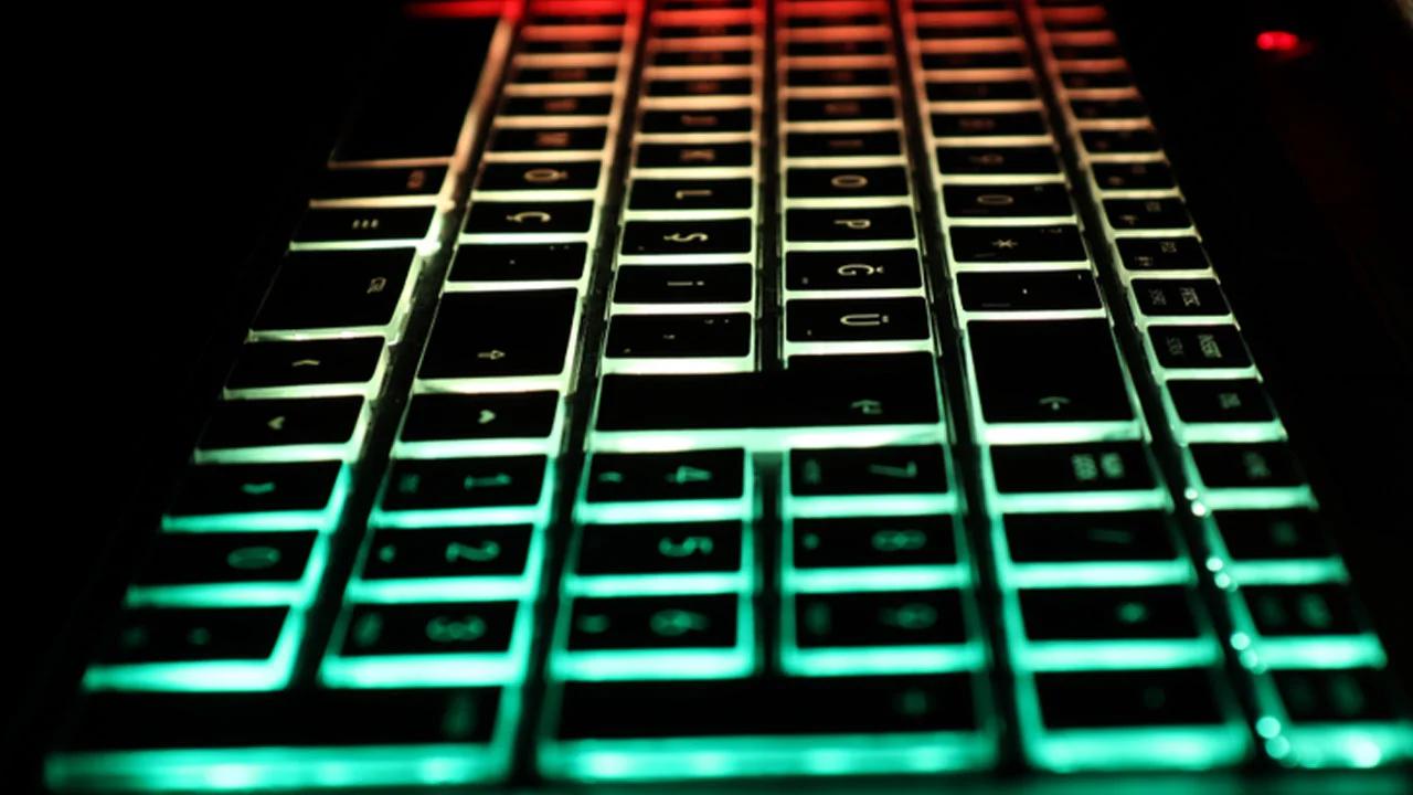 Apple'ın MacBook Klavyelerine RGB Işıklandırma Ekleyebilir!