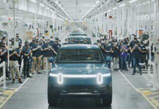 Rivian,İlk Elektrikli Arabasını Fabrikadan Çıkardı